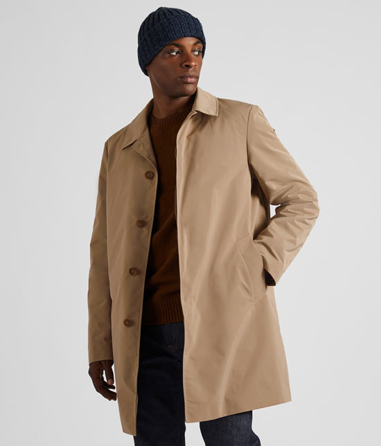 Harry Palmer-style: Single-breasted raincoat at Uniqlo