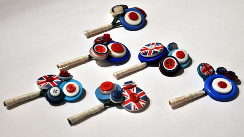Mod-inspired buttonholes by Charlie Laurie Designs