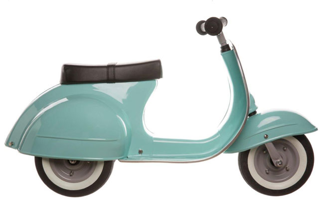 Primo Vespa-style scooter for kids by Ambosstoys